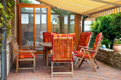Great patio cover design options pergola closed roof - Como decorar un patio ...