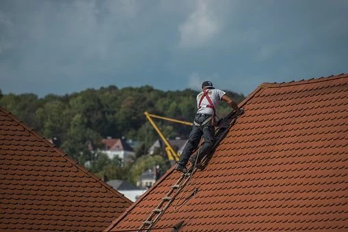7 Factors to Consider When Hiring Professional Roofers