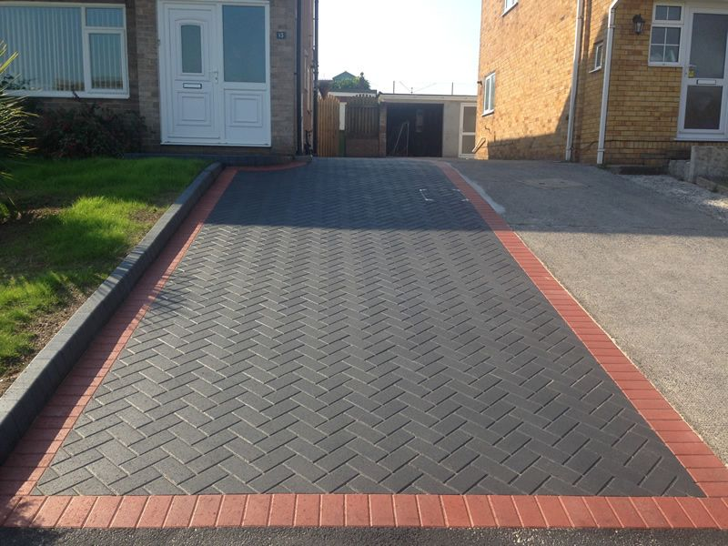 Block paving is not only beautiful, but is incredibly practical and durable. We use materials that are spec… | Modern driveway, Patio pavers design, Driveway design